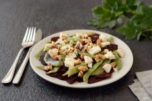 Салат из языка с орехами и зеленой фасолью
